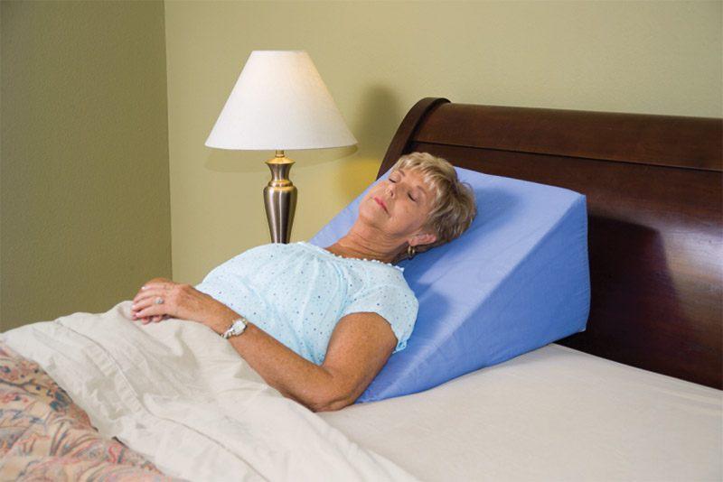 Ngủ trên gối nêm