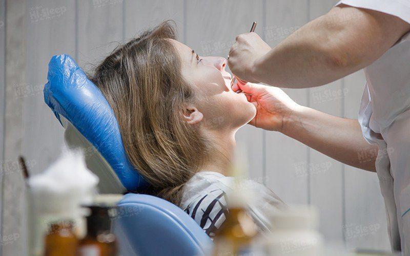 Các bệnh về răng miệng có thể gây ra buồn nôn khi đánh răng