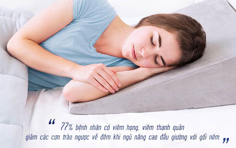 Ngủ trên gối nêm giúp giảm trào ngược dạ dày