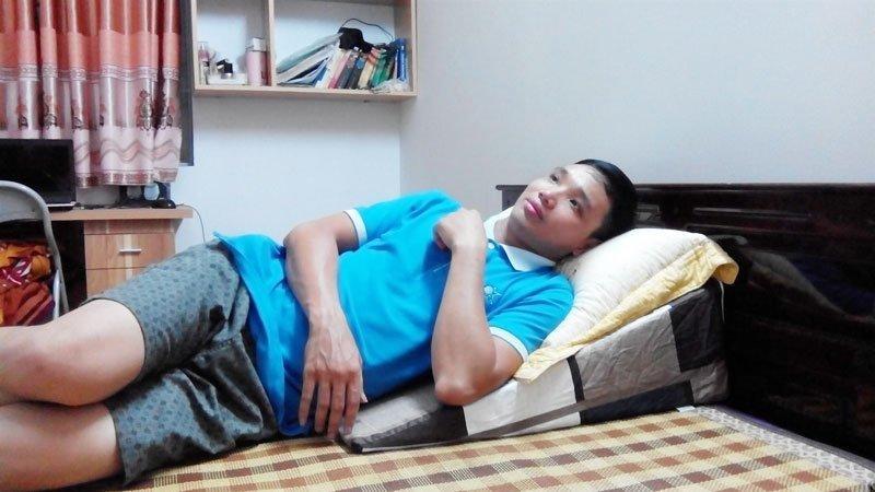 Anh Khánh sử dụng gối nêm Hi-Sleep cho bệnh trào ngược dạ dày