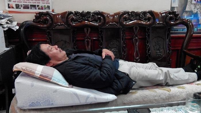 Bác Phương chia sẻ hiệu quả sau khi dùng gối nêm Hi-Sleep