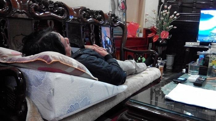 Bác Phương sử dụng gối nêm Hi-Sleep
