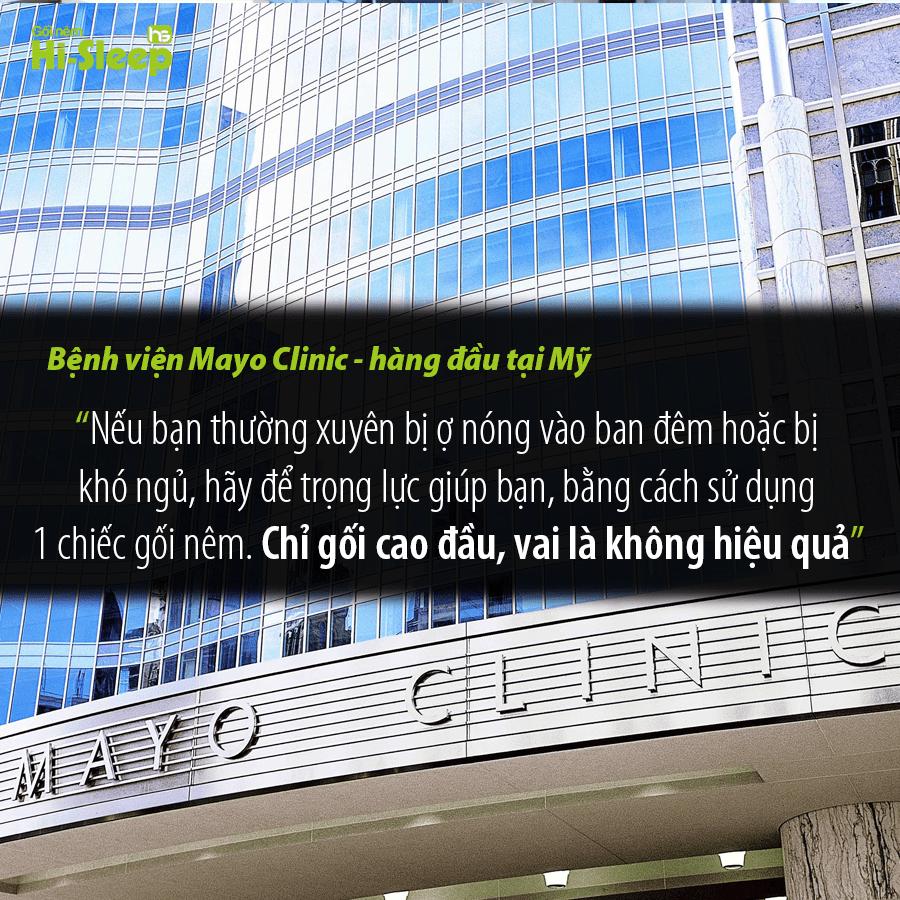 """Bệnh viên MayoClinic: """"Nếu bạn thường xuyên bị ợ nóng vào ban đêm hoặc bị khó ngủ, hãy để trọng lực giúp bạn, bằng cách sử dụng 1 chiếc gối nêm . Chỉ gối cao đầu, vai là không hiệu quả""""."""