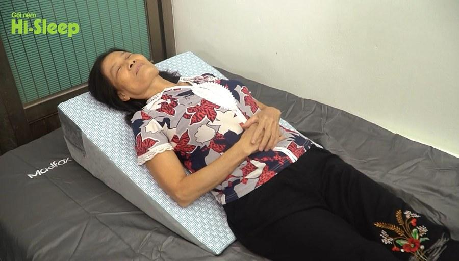 Nay cô Lan đã đổi cách ngủ với gối nêm Hi-Sleep
