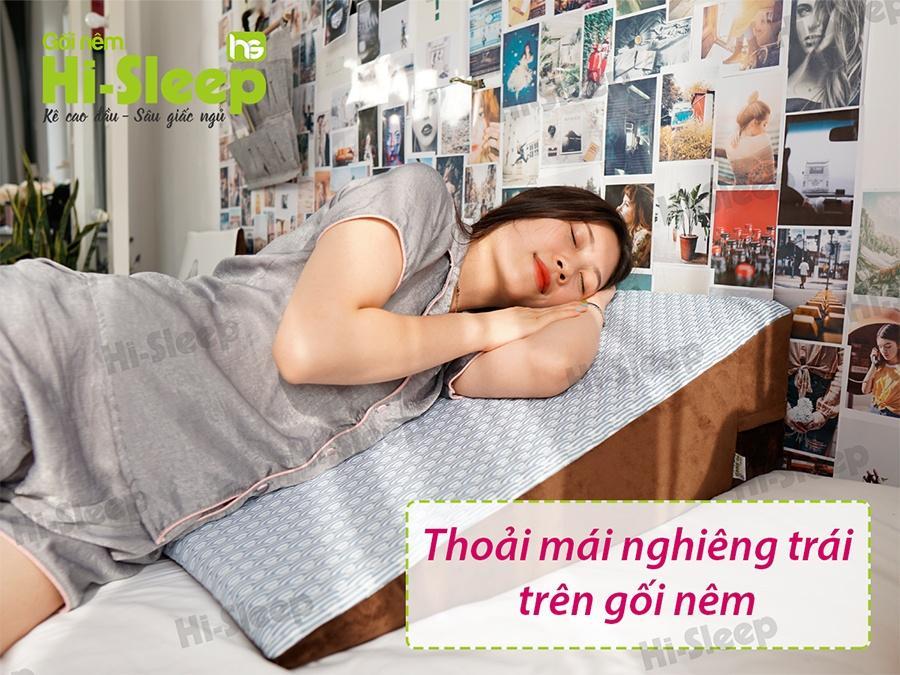 Thoái mái nghiêng trái trên gối nêm Hi-Sleep