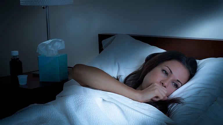 Ho đêm có thể do một số bệnh gây ra như bệnh hen suyễn, COPD, suy tim, trào ngược